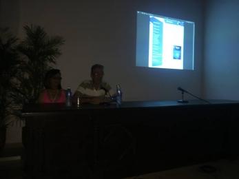 Carlos López Editor Jefe introduce la presentación.