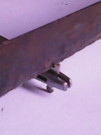 Fig. 4: Practicando una pequeña ranura en la base