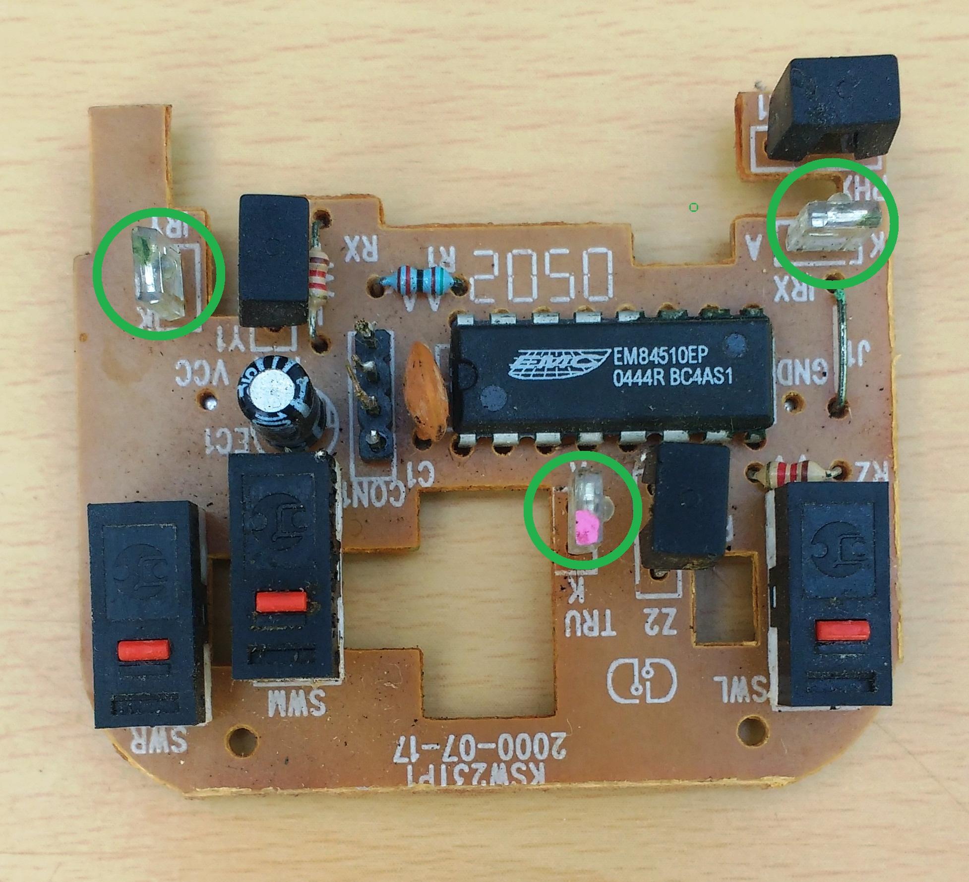 Señalización de los Figura 1. LED infrarrojos en las placas de los ratones de computadora