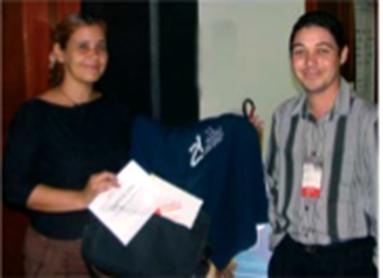 Premio del concurso entregado por Raymond J. Sutil