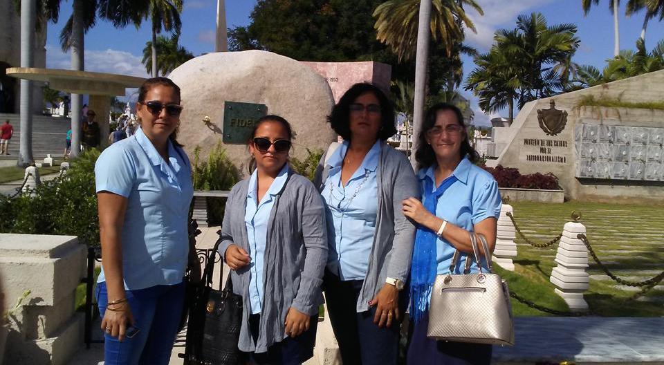 Foto 2. Las cuatro villaclareñas rinden tributo a Fidel