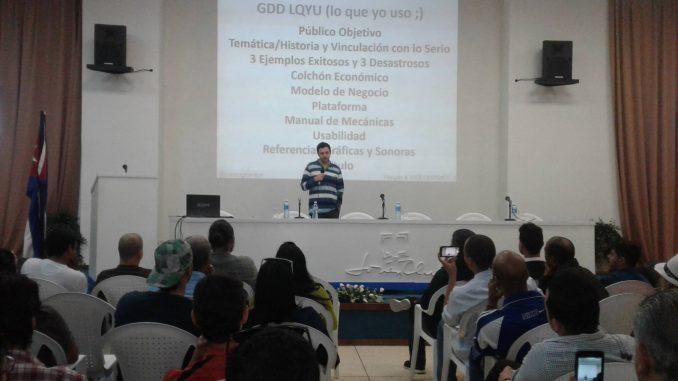 Foto 3. Conferencia que realizada sobre preguntas frecuentes del Game Design en la actividad del Palacio Central de la Computación.