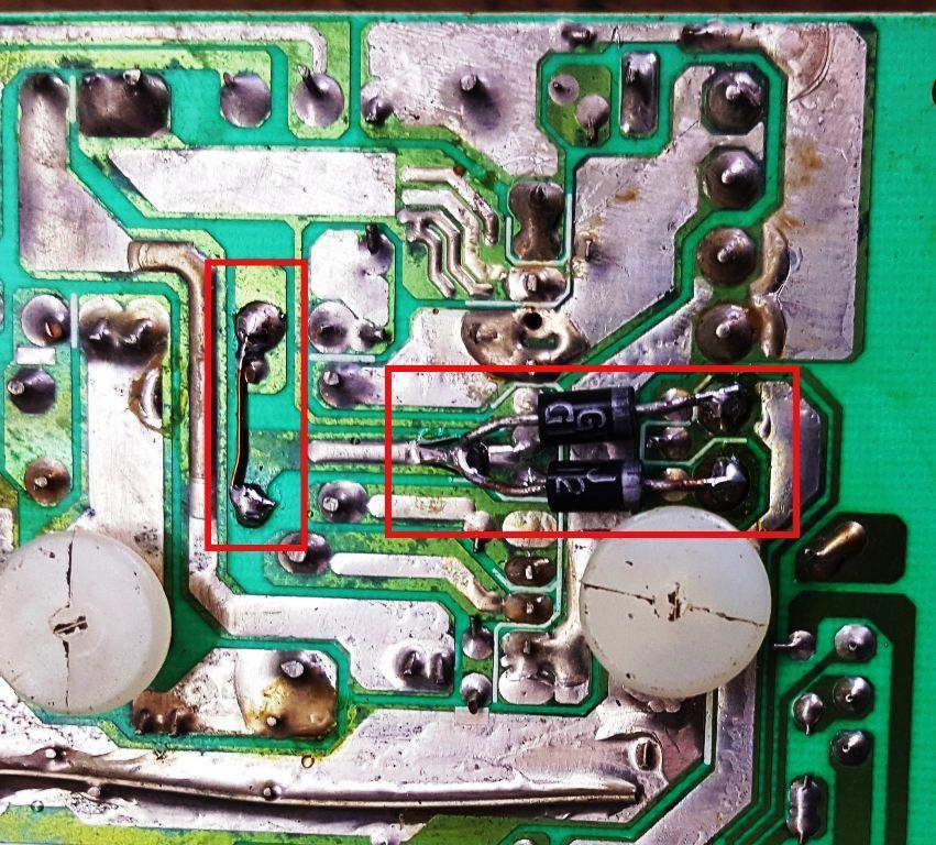 Figura. 4: Montaje de los diodos para aumentar la corriente máxima en la salida de -12 V. - #RevistaTino