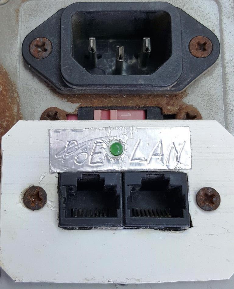 Figura. 7: PoE integrado al chasis de la fuente. - #RevistaTino