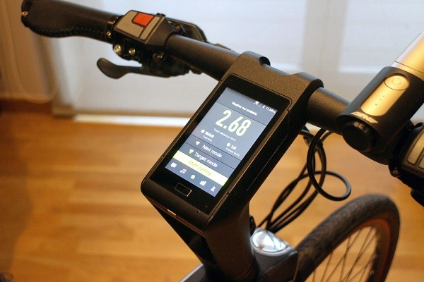 Fig. 1. Bicicleta con una pantalla de controles. - #RevistaTino