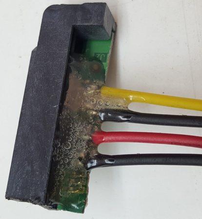 Fig. 8. Cubrir con silicona, las soldaduras realizadas, para evitar cortocircuitos. - #RevistaTino