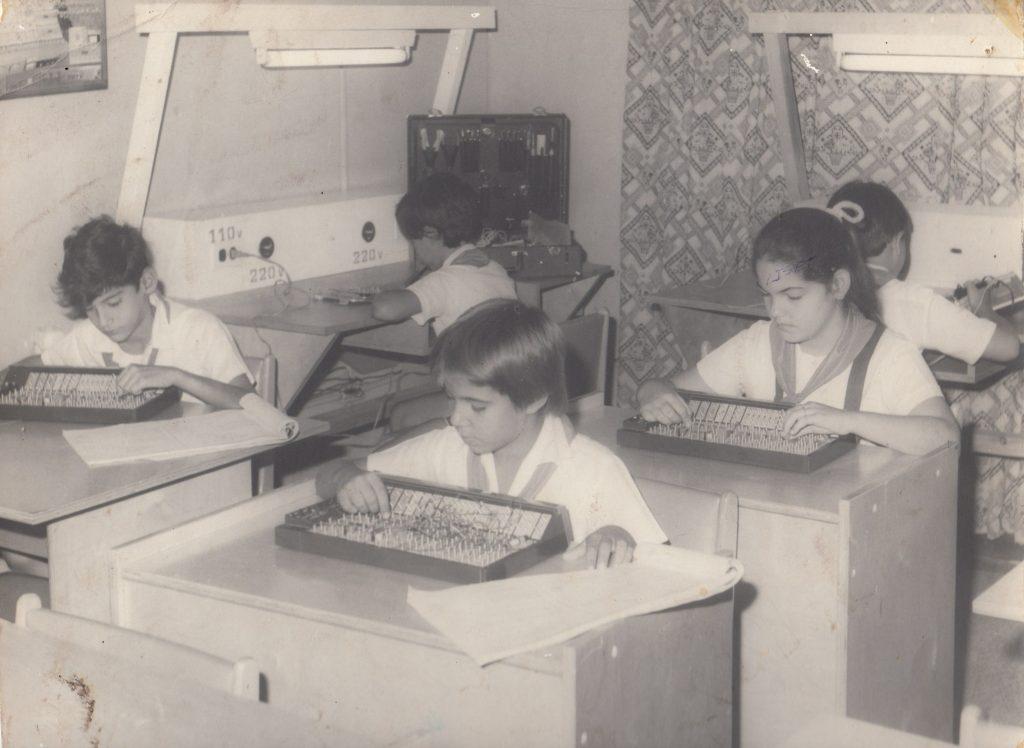 Fig. 1.  La enseñanza de la computación en sus inicios. -#RevistaTino